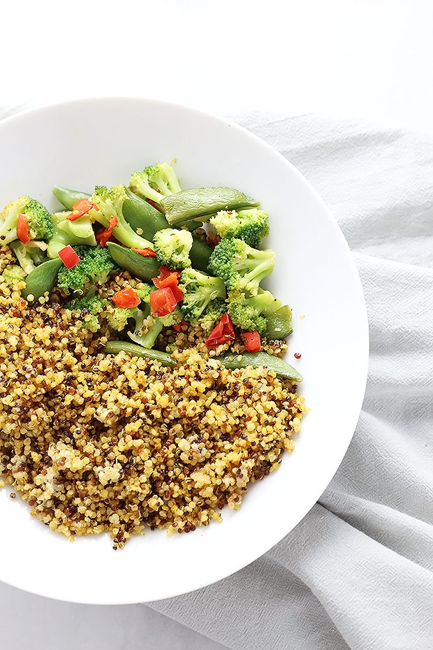 Easy Healthy Curry Quinoa and Veggies - TwoRaspberries